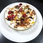 ネパール家庭料理 ホワイトヒマラヤ - ドライフルーツダヒ