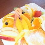 はまきた珈琲 - フルーツパンケーキのフルーツは盛り沢山。 '15 2月上旬