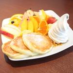 はまきた珈琲 - フルーツパンケーキ (980円) '15 2月上旬