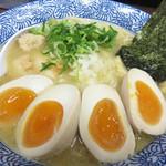 武一 はなれ - 濃厚鶏白湯そばにダブルで煮玉子をトッピング♪ ある意味、親子ラーメンですね(笑)。