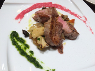 シナグロ 西武渋谷 - 肉は牛をチョイス