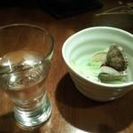 ひぼし屋 - 日本酒とあさり(注・お通しではありません)