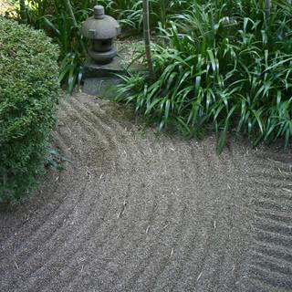 日本庭園を眺めながらのお食事を・・・