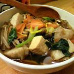 樽平 - 個性的な店内で食べる山形芋煮