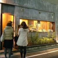 タチヒコ キッチン310 - ヒソヒソ話しに夢中'です