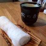 蛇の目鮨 - 温かいお茶とおしぼりのサービス