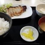 35883975 - (2015年3月再訪)豚ロース西京焼き定食(700円)にした。