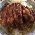 神戸屋 - ネギを除けて肉を接写