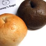 ハニーズベーグル - 料理写真:プレーンと黒ごま