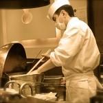 天ぷら ひさご - 食材に衣をつけていれるときは、木製の箸で。