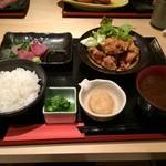 和食と和酒 磯じまん - 日替り定食(刺身と鶏空揚げ)