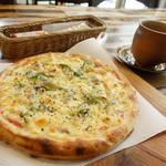 香房 ゆず夢cafe - 2013年12月 自家製ベーコンの厚切りピザ【1200円】