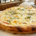 香房 ゆず夢cafe - 2013年12月 自家製ベーコンの厚切りピザ。1枚でおなかいっぱいです(´∀`)