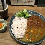 Cafe びすたーれぃ - 豆と野菜のカレー¥850