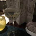 35891411 - 日本酒は氷で冷やしたワイングラスで提供されます