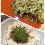 太陽のトマト麺 - ちびバジリゾとバジルペーストを混ぜたご飯をスープに投入!