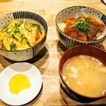 豊家 - 料理写真:ハーフ&ハーフ 並盛(ふわちろ玉子カツ丼、特製ソースカツ丼)