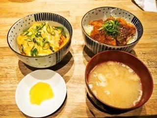 豊家 - ハーフ&ハーフ 並盛(ふわちろ玉子カツ丼、特製ソースカツ丼)