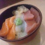 35897216 - 三色丼 770円