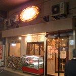 焼肉 白雲台 - お店の入口。
