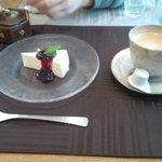 スウィート ローズ - 豆腐のケーキとコーヒー