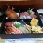 魚万ずし - 料理写真:(ランチ)寿司弁当 1400円