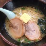 あじ平 - 塩バターラーメン(半チャーシュー)