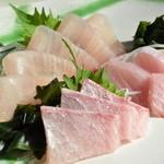食事処マルタ活魚 - 重さ26k、魚体1m30㎝の天然ヒラマサ刺身
