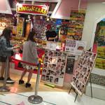 キングケバブ - 来店した有名人の写真がズラリ