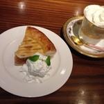カフェ横濱珈琲物語 - ウィンナーコーヒー アップルパイ