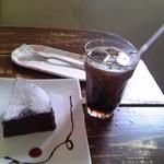 LUNCH BOX - ガトーショコラ & アイスコーヒー 合計 \580