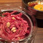 南屋韓国食堂 - 黒毛和牛のユッケ