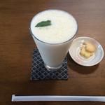 カフェ ガク - バナナジュース 手作りクッキー付き