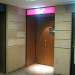 3592703 - お店のドアです。