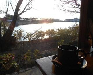 つろぎ - コーヒーと窓側席から見る景色