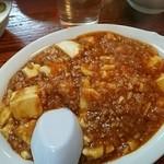 北京亭 - 麻婆豆腐770円(御飯、スープ、漬物、杏仁豆腐)