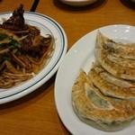青菜 - レバニラ炒め 、大餃子