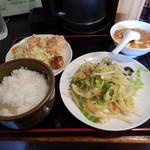 35922861 - 野菜炒め、鶏の唐揚げ、麻婆豆腐(小)の日替り定食680円