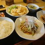 四川飯店 - 焼豚ともやしのピリ辛あえ  小エビの天ぷら  鶏肉とカシューナッツの辛子甘酢炒め  ドリンクとデザート付き1080円