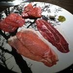 35924197 - いちばん右の肉は、本当は2枚あります。