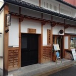 35924384 - 奈良町にある酒屋さんです