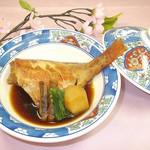 河内長野荘 - 春のなごみ会席一品 赤魚煮付け(牛蒡・小芋・ほうれん草)