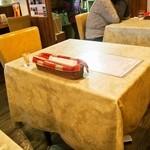 グリル ミヤコ - テーブル席
