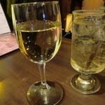 ココット - グラスワイン(白)とジンジャエール
