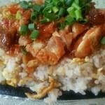 四季園 - 鉄鍋鶏モモ肉チャーハン