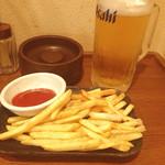 ぶっちぎり酒場 - ポテトフライ/生ビール