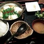 京都烏丸KURO - 近江牛のもつ鍋定食(1,280円)