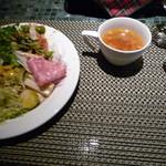 35937187 - サラダとスープ
