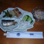 立花寿司 - 料理写真:サービスランチ 煮物 他