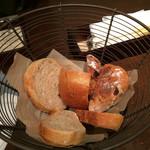 35940108 - モキチベーカーのパン盛合せ